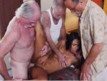 imagen Tres ancianos se follan a una puta mulata