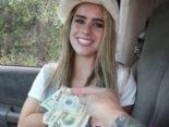 imagen Guapa jovencita rubia follando por dinero en un coche