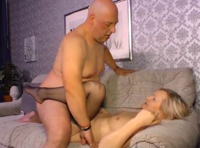 Señora mayor follando con el vecino gordo de al lado