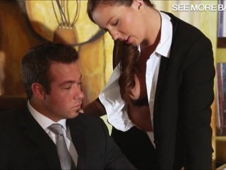 Mi secretaria trabaja hasta muy tarde
