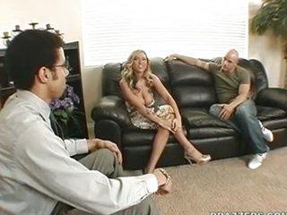 Los problemas de pareja se arreglan follando