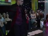 Una discoteca llena de guarras que follan