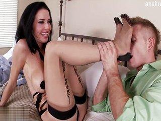 Madura seduce a uno de sus sobrinos