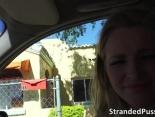 Sexo con mi vecina dentro del coche
