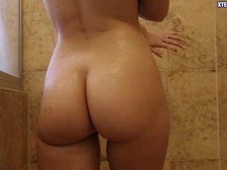 Cuando se mete en la ducha se me pone dura