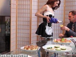 Pareja cachonda seduce a su criada