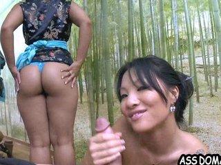 Restaurante asiatico ofrece servicios sexuales