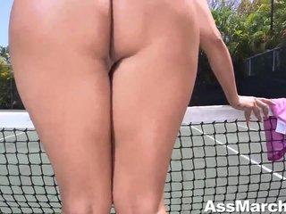 Las tetazas de una alumna aventajada de tenis