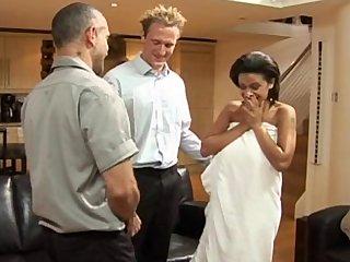 Cerda latina hace un trio anal despues de masturbarse