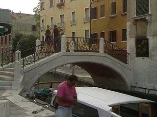 Casada infiel hace una escapada a venecia
