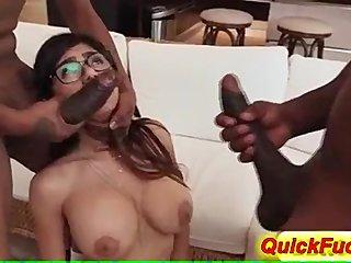 Mia Khalifa hace un trío porno interracial