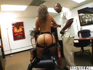 La secretaria del jefe es una puta