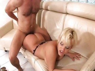 La joven Britney recibe un creampie vaginal