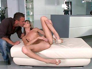 Flaca gozando de un doble anal