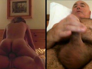 Haciéndose una paja mientras ve porno