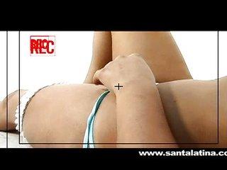 Latina en su primera sesión de fotos porno