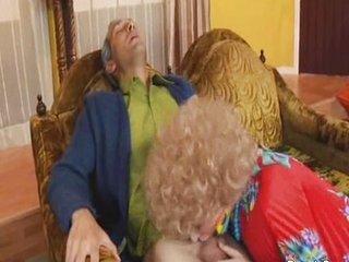 trio de maduros en el apartamento