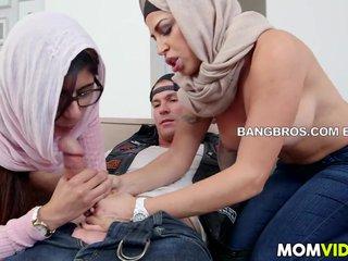 Mia Khalifa y su madre comparten un rabo