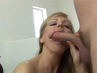Madre pilla a sus hijos viendo porno
