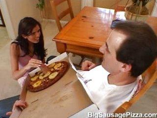 la pizza llegó con doble racion de carne