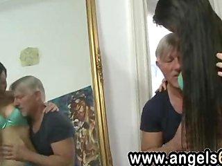 Vejestorio le da por el culo a su nieta